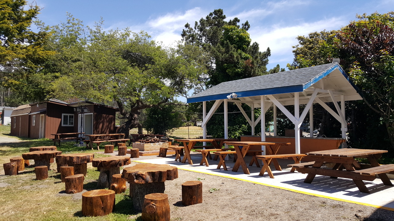 picnic area at fort bragg hotel